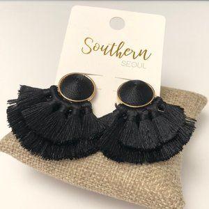 🆕Multi tassel post earrings in black